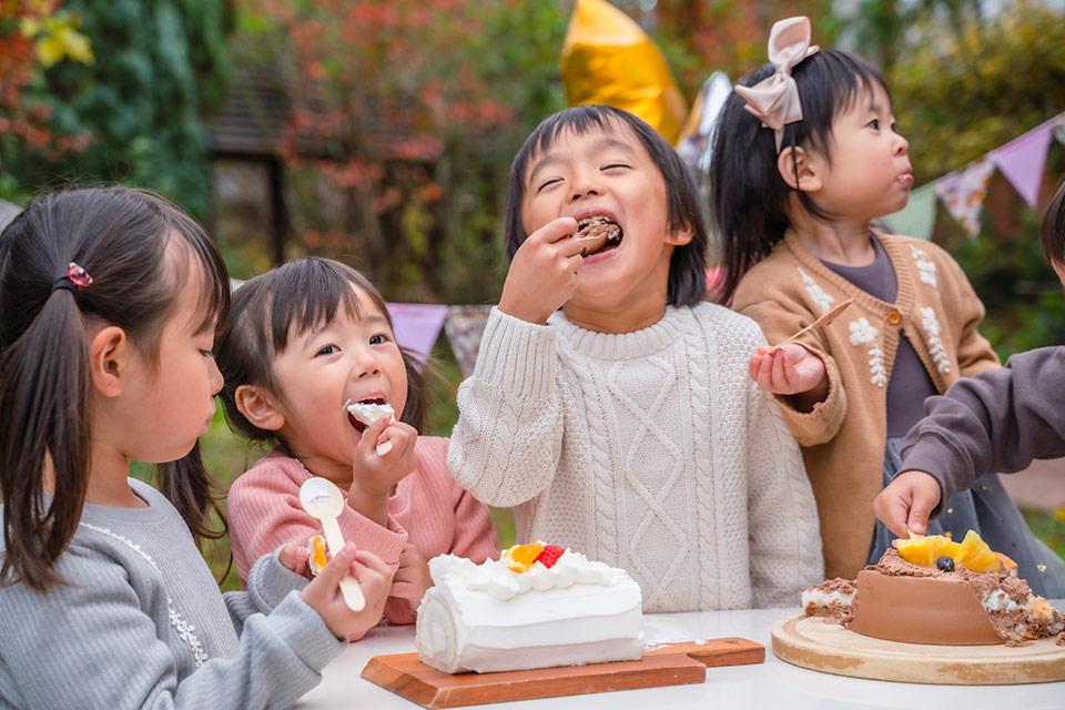 笑顔のパーティー画像